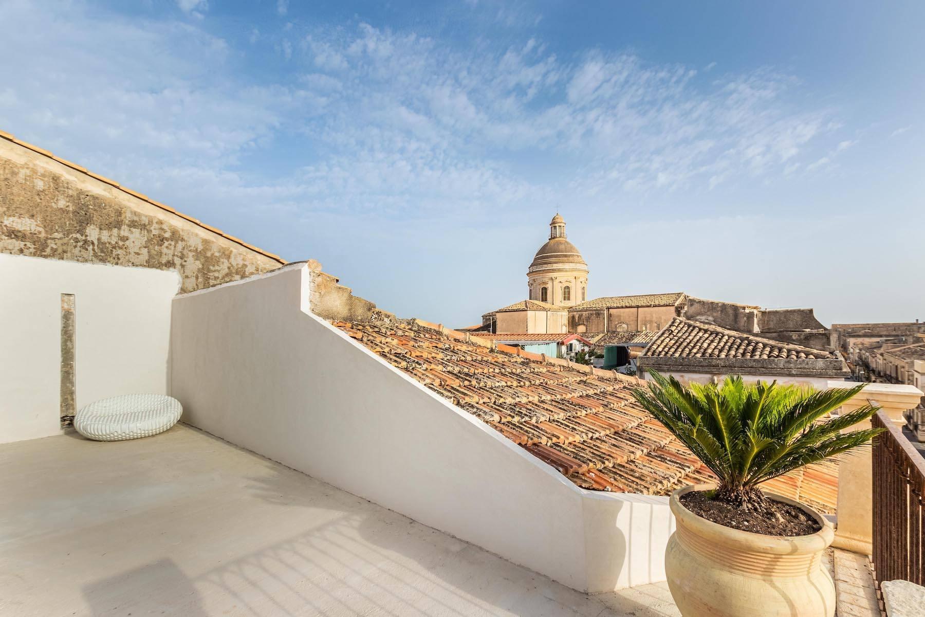 Elegante appartamento con terrazzo nel centro storico di Noto - 4