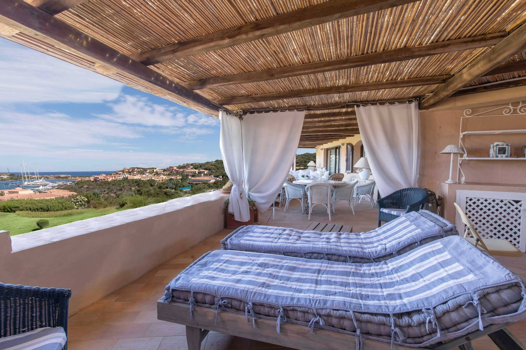 Elegant and cozy apartment overlooking the sea and the marina of Porto Cervo - 2
