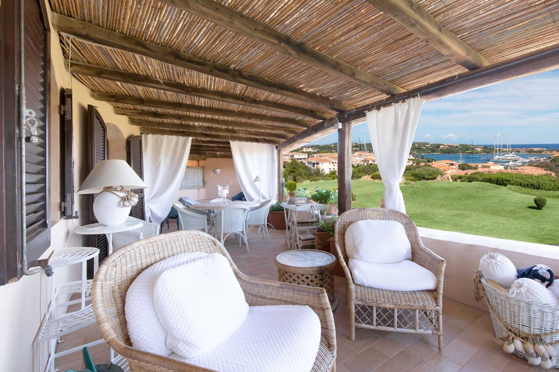 Elegant and cozy apartment overlooking the sea and the marina of Porto Cervo - 1