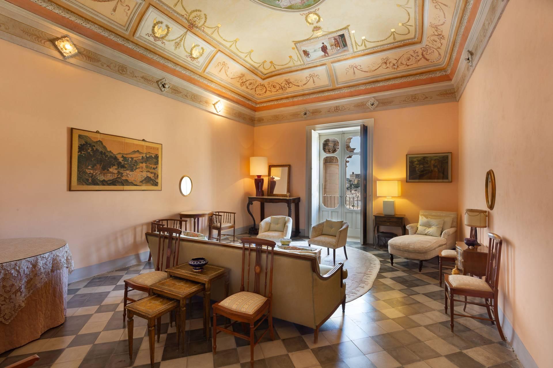 Exklusive Wohnung mit Terrasse mitten im Barock von Modica - 6
