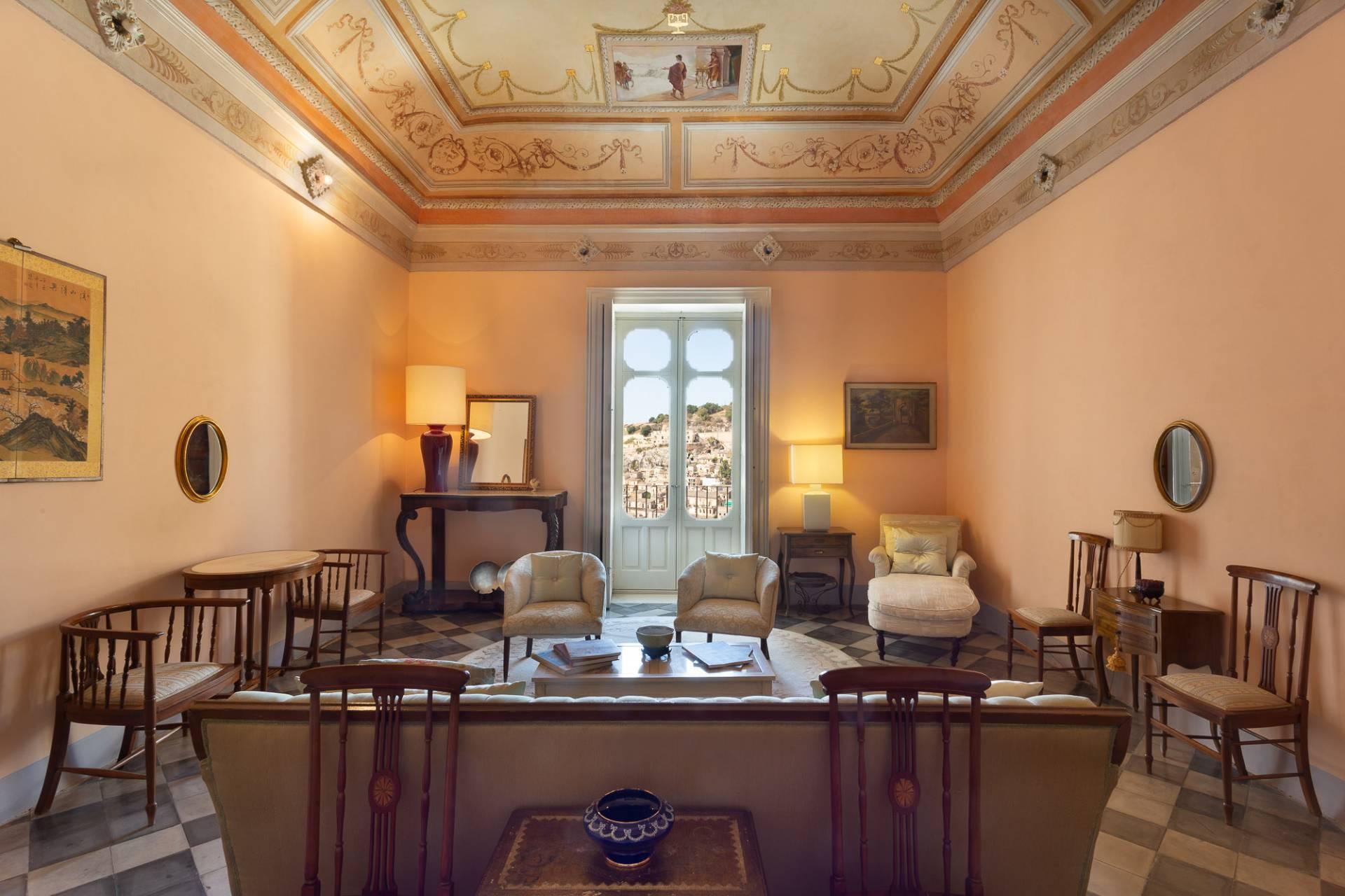 Exklusive Wohnung mit Terrasse mitten im Barock von Modica - 1