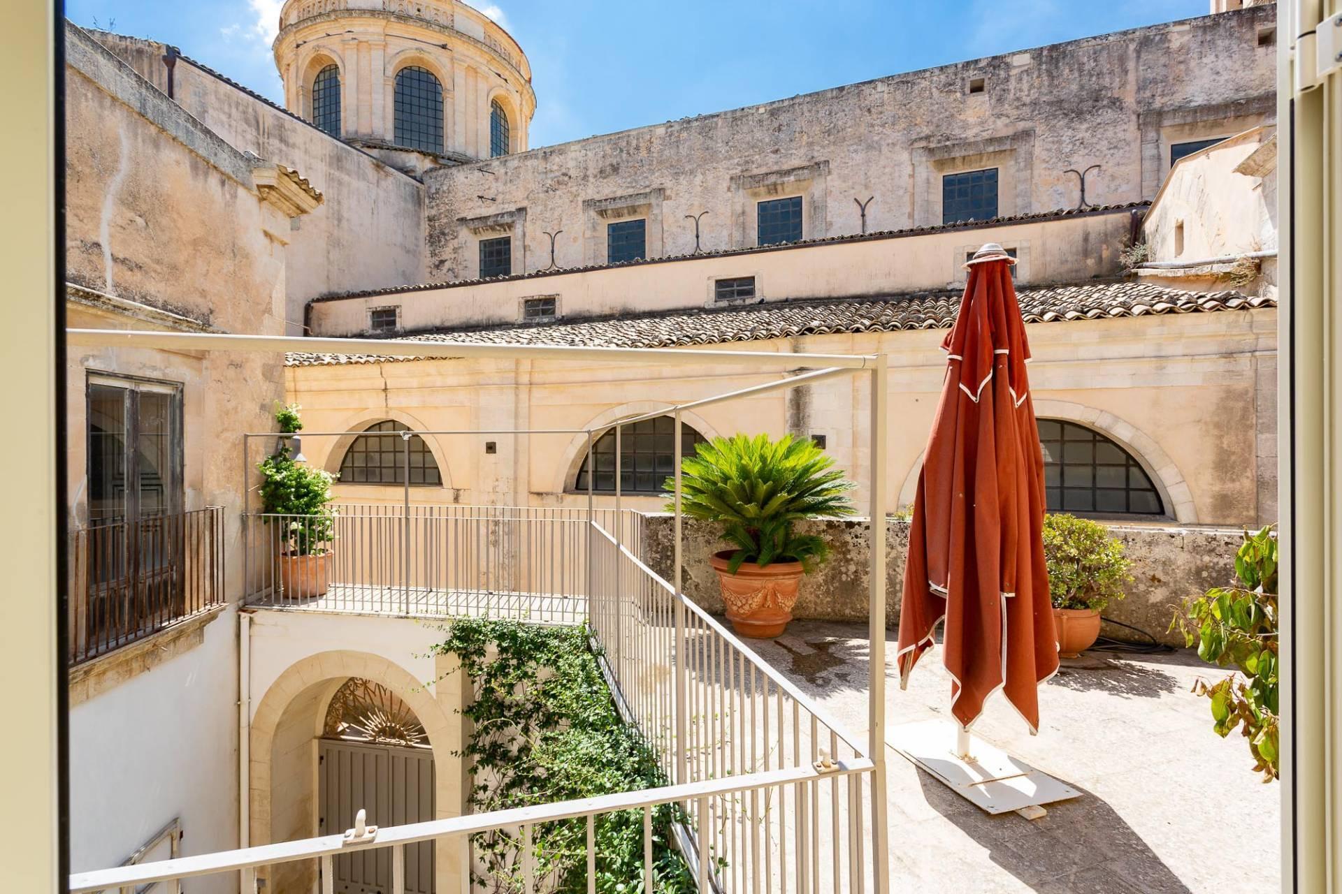 Exklusive Wohnung mit Terrasse mitten im Barock von Modica - 3
