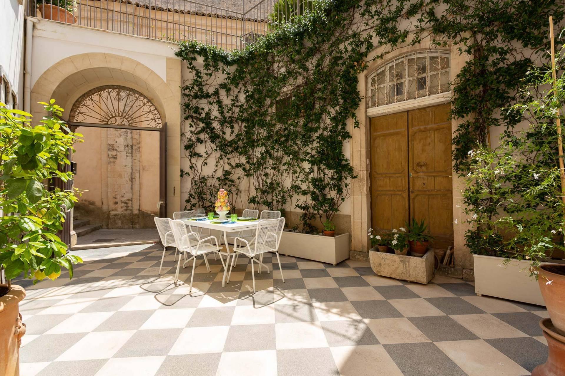 Exklusive Wohnung mit Terrasse mitten im Barock von Modica - 4