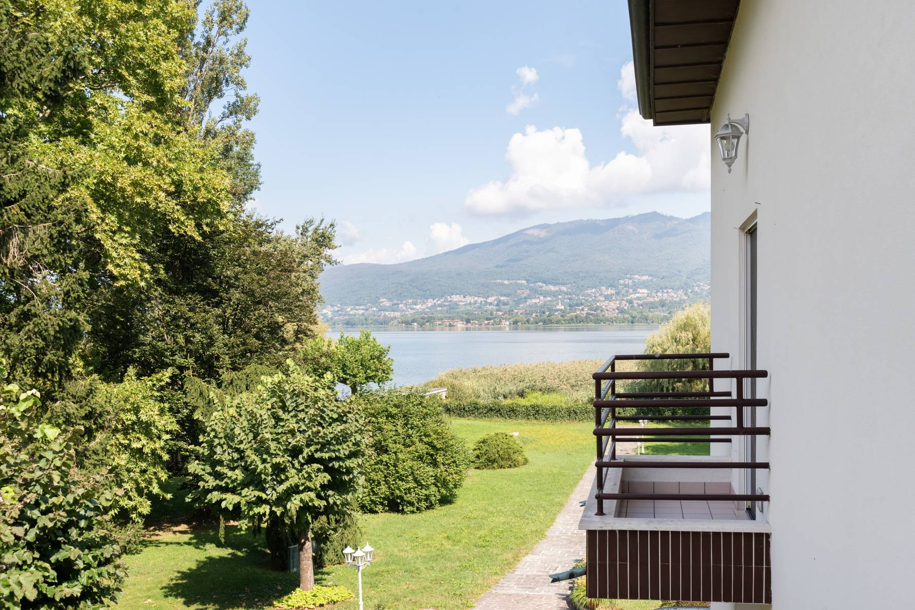 Pieds-dans-l'eau Villa mit Blick auf den See - 27