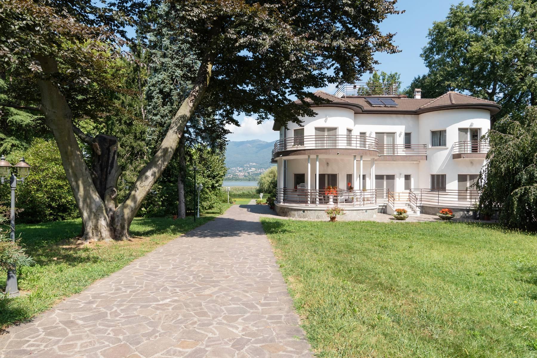 Pieds-dans-l'eau Villa mit Blick auf den See - 1