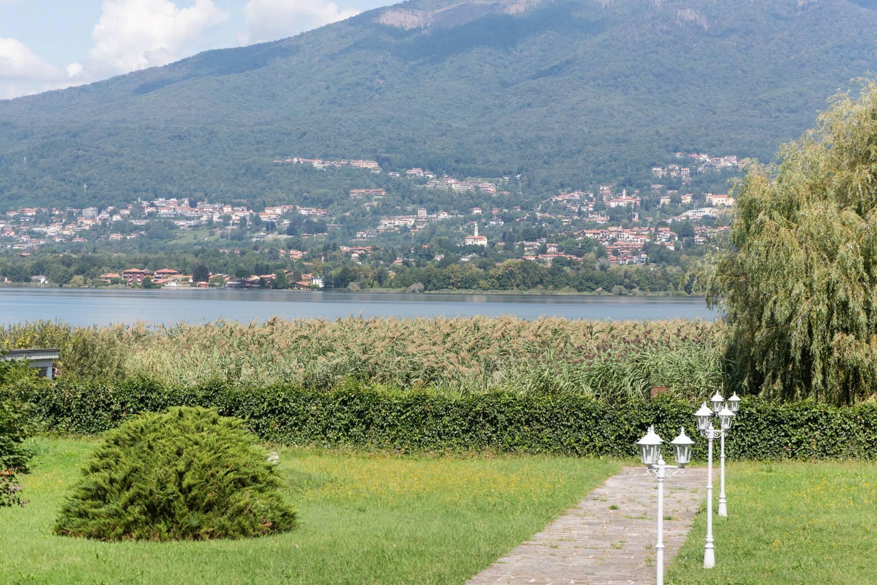Pieds-dans-l'eau Villa mit Blick auf den See - 23