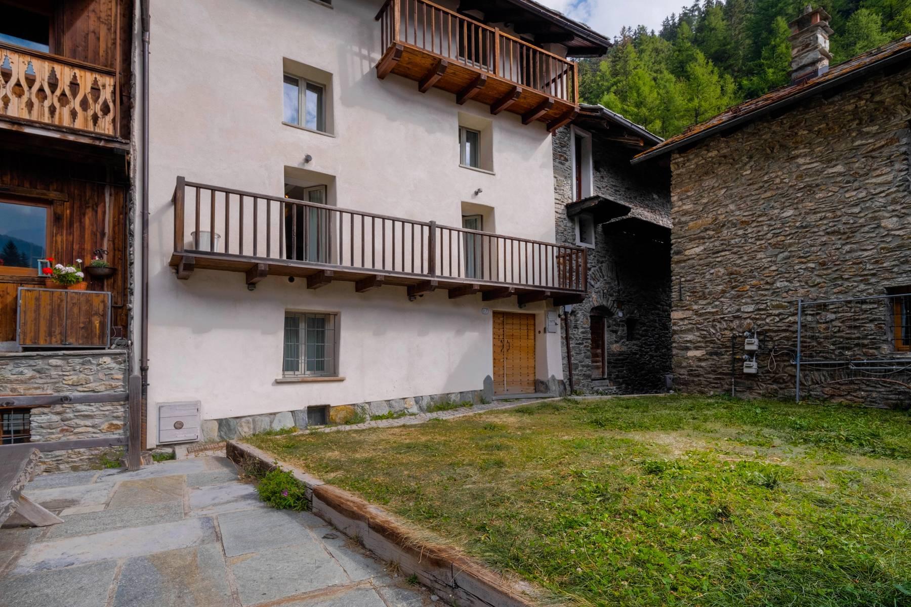 Chalet in einem typischen Berg-Dorf - 15