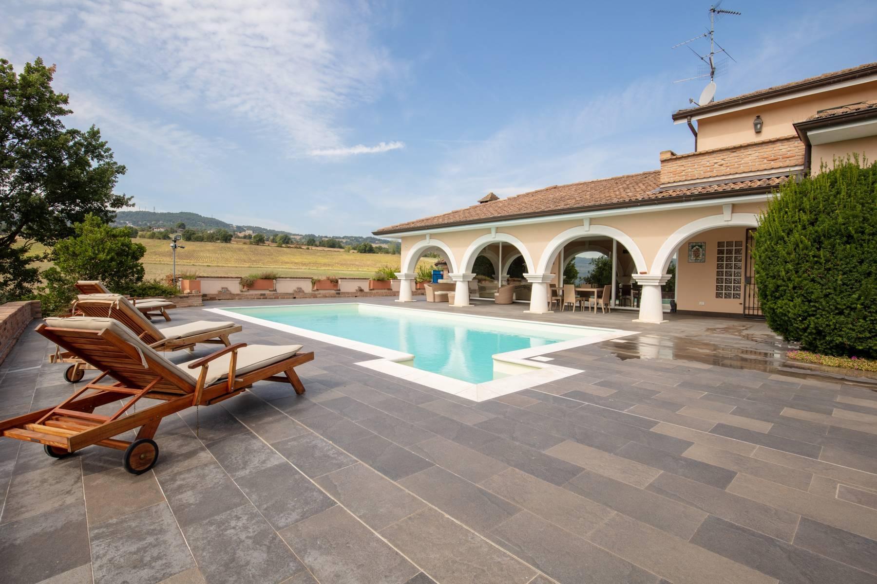 Villa con piscina nelle colline piacentine - 1