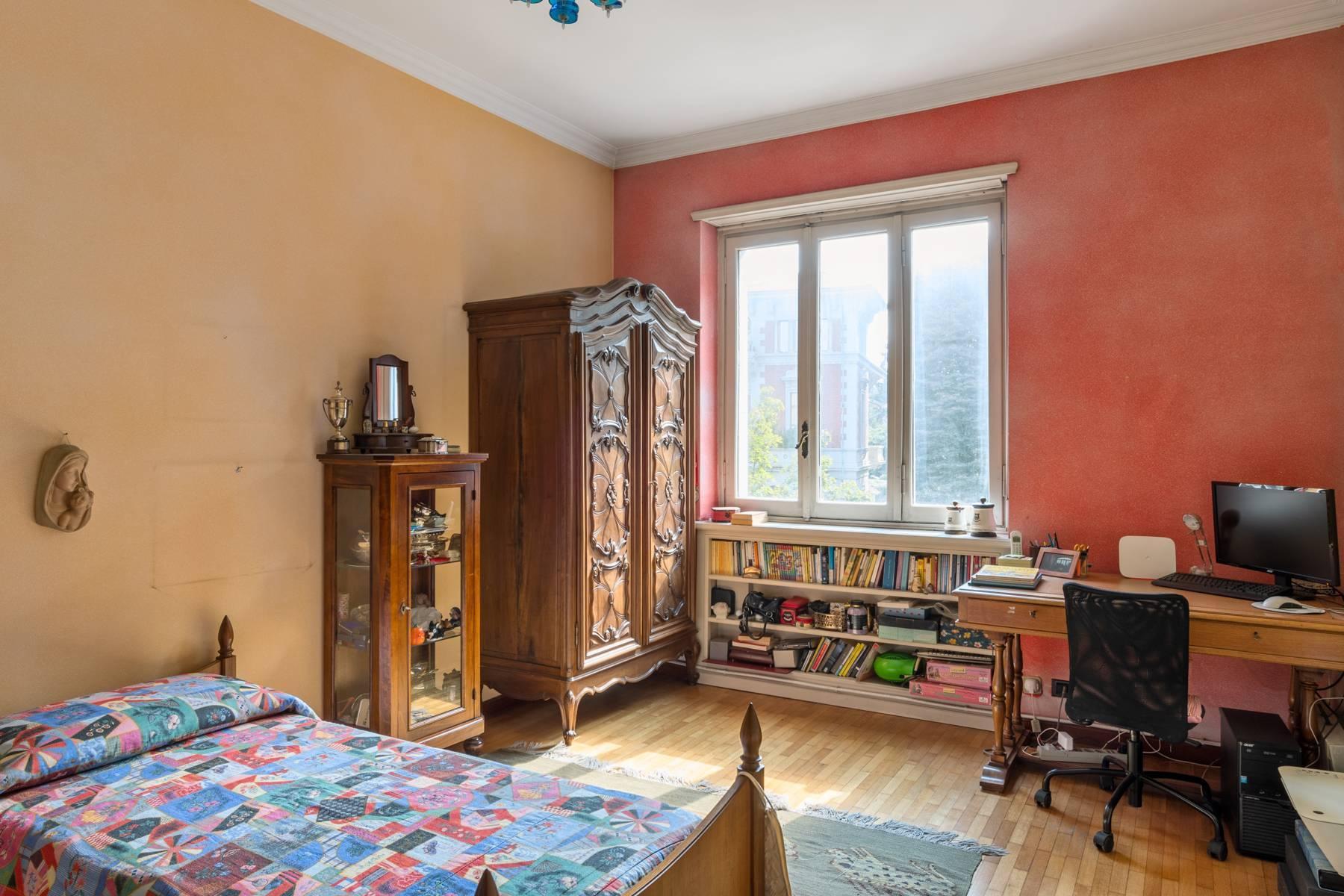 Luminoso appartamento con terrazzo fronte Po - 11