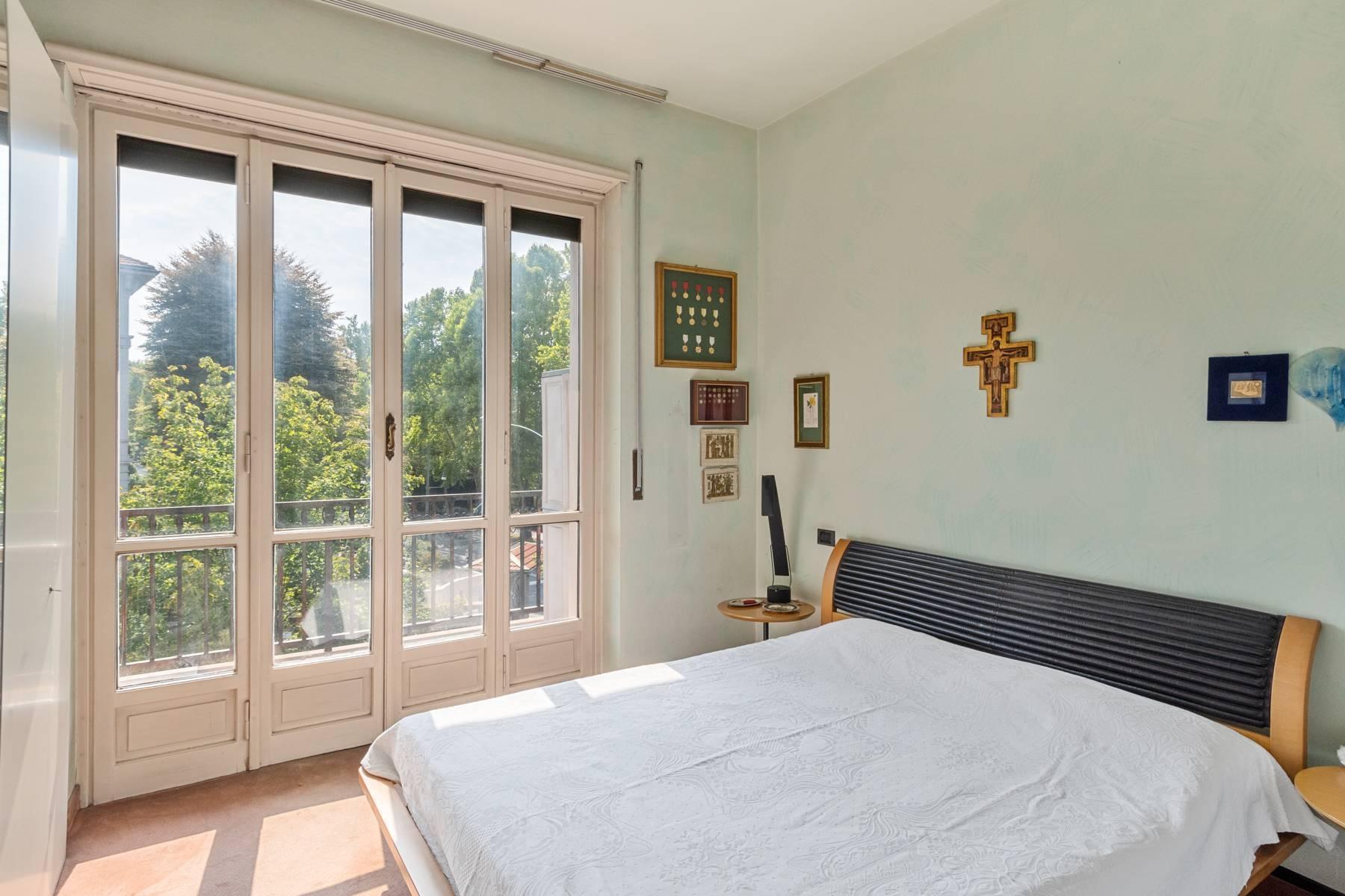 Luminoso appartamento con terrazzo fronte Po - 16