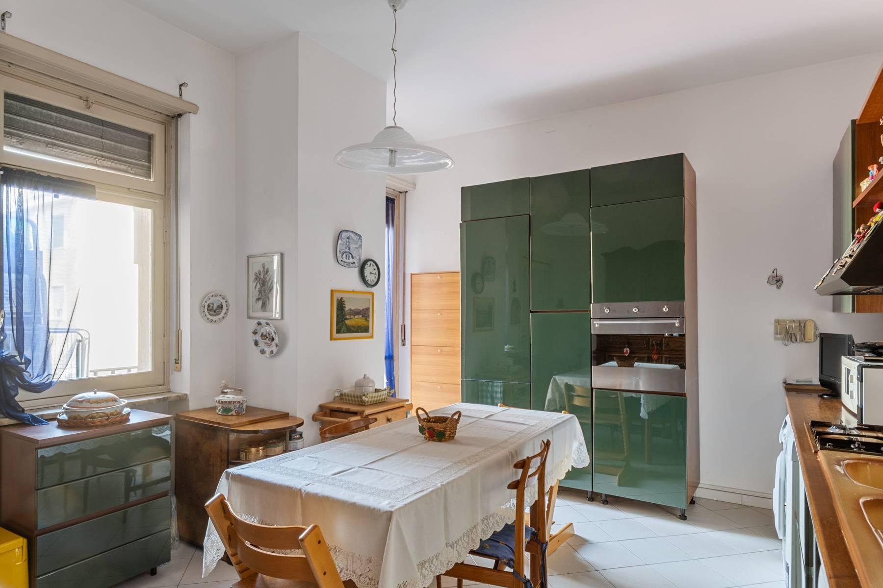 Luminoso appartamento con terrazzo fronte Po - 18