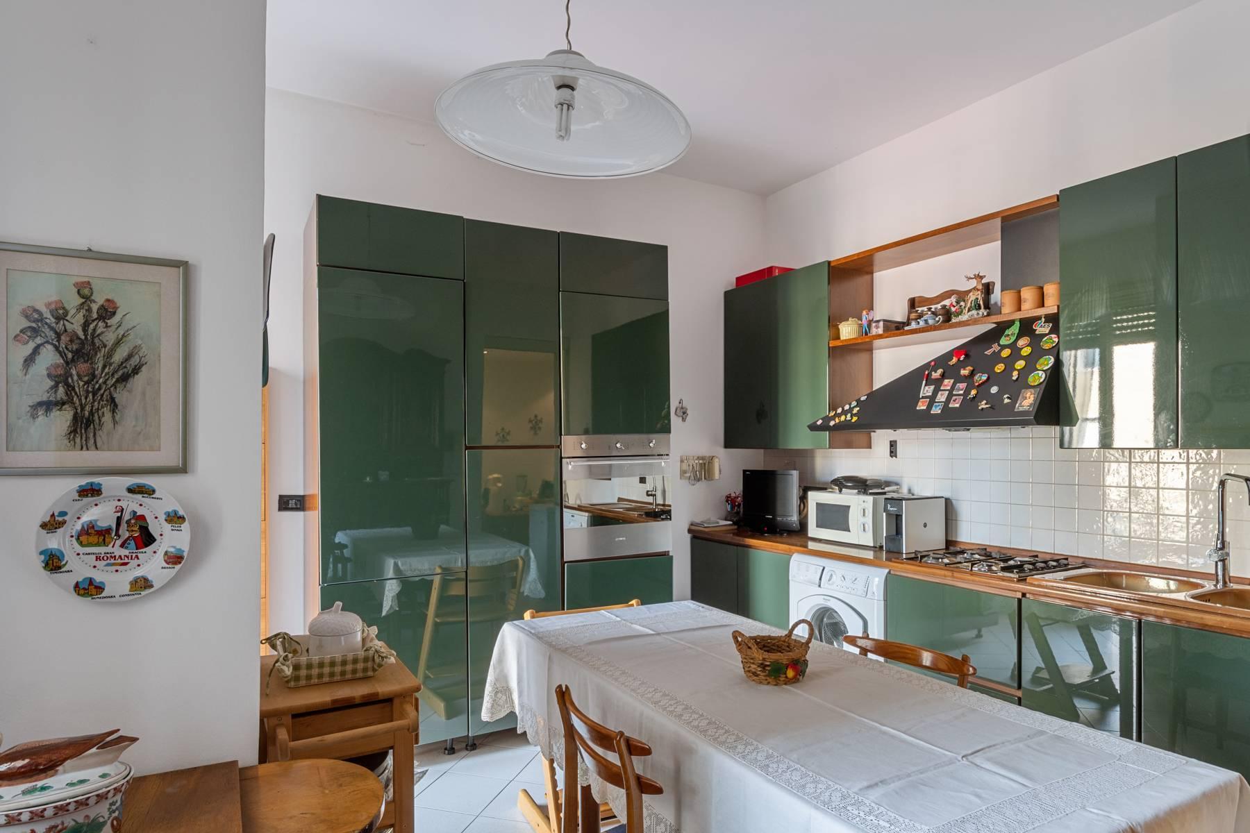 Luminoso appartamento con terrazzo fronte Po - 10
