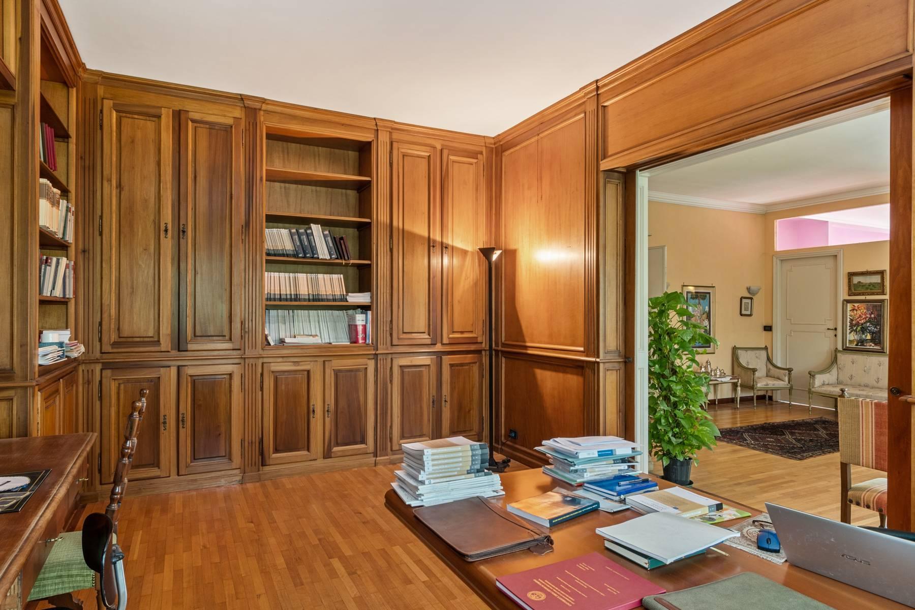 Luminoso appartamento con terrazzo fronte Po - 9