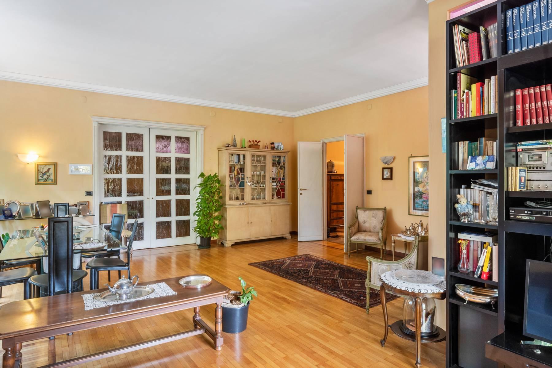 Luminoso appartamento con terrazzo fronte Po - 14