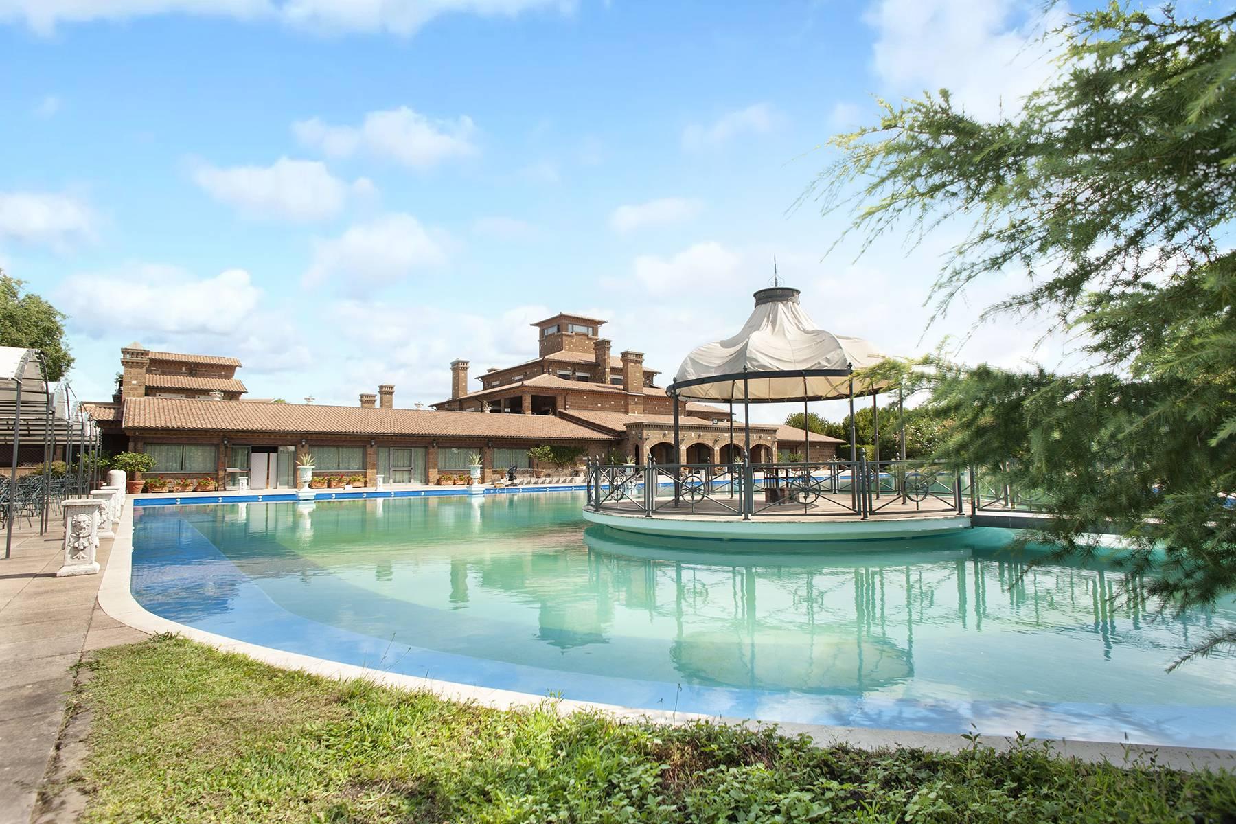 Elegante Villa mit Pool - 3