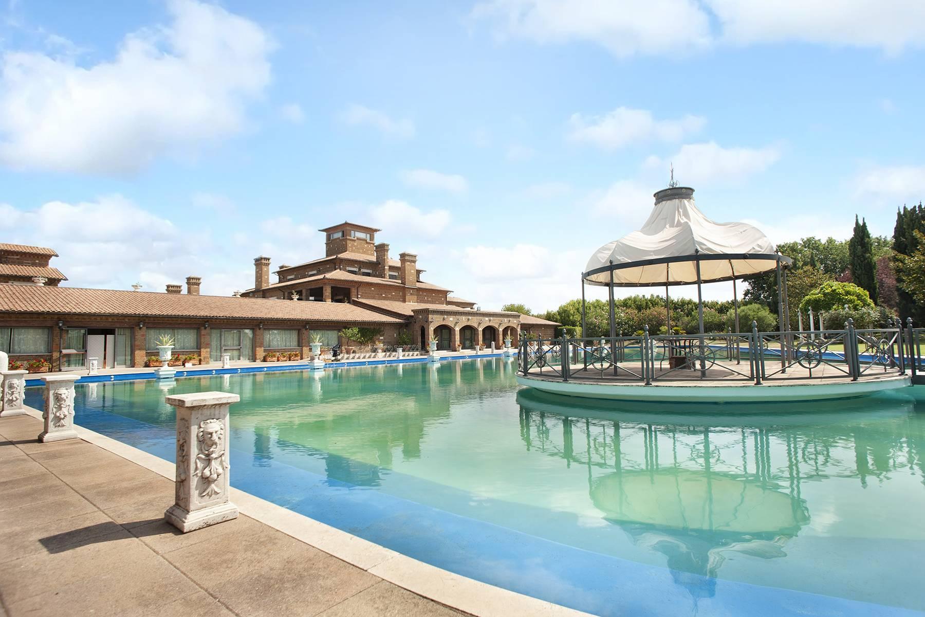 Elegante Villa mit Pool - 4