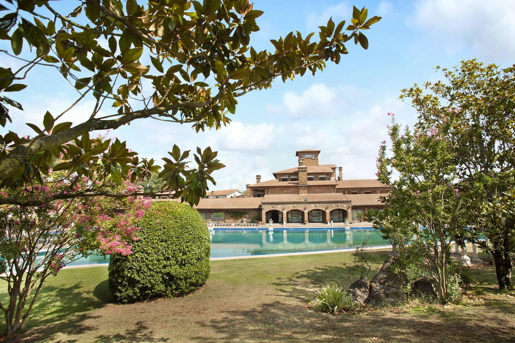 Elegante Villa mit Pool - 6