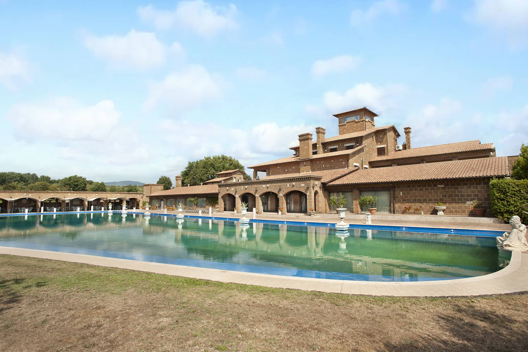 Elegante Villa mit Pool - 7