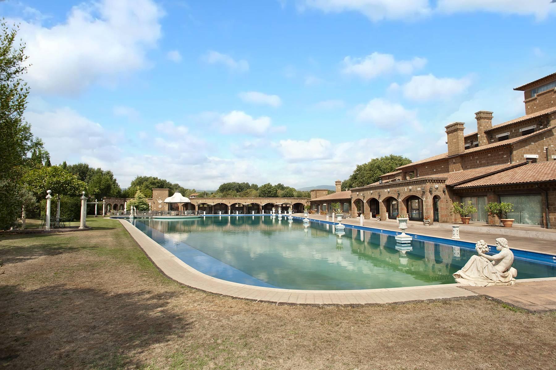 Elegante Villa mit Pool - 8