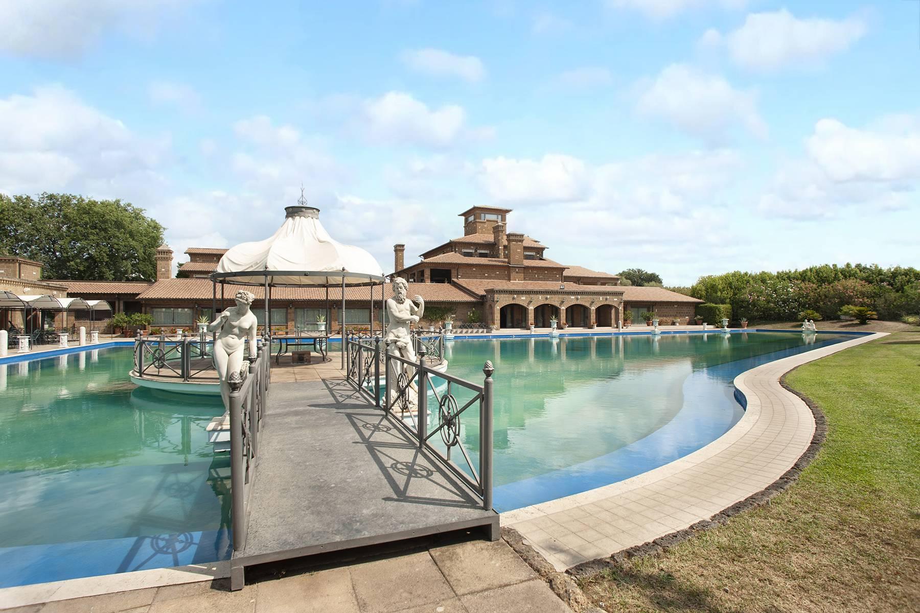 Elegante Villa mit Pool - 2