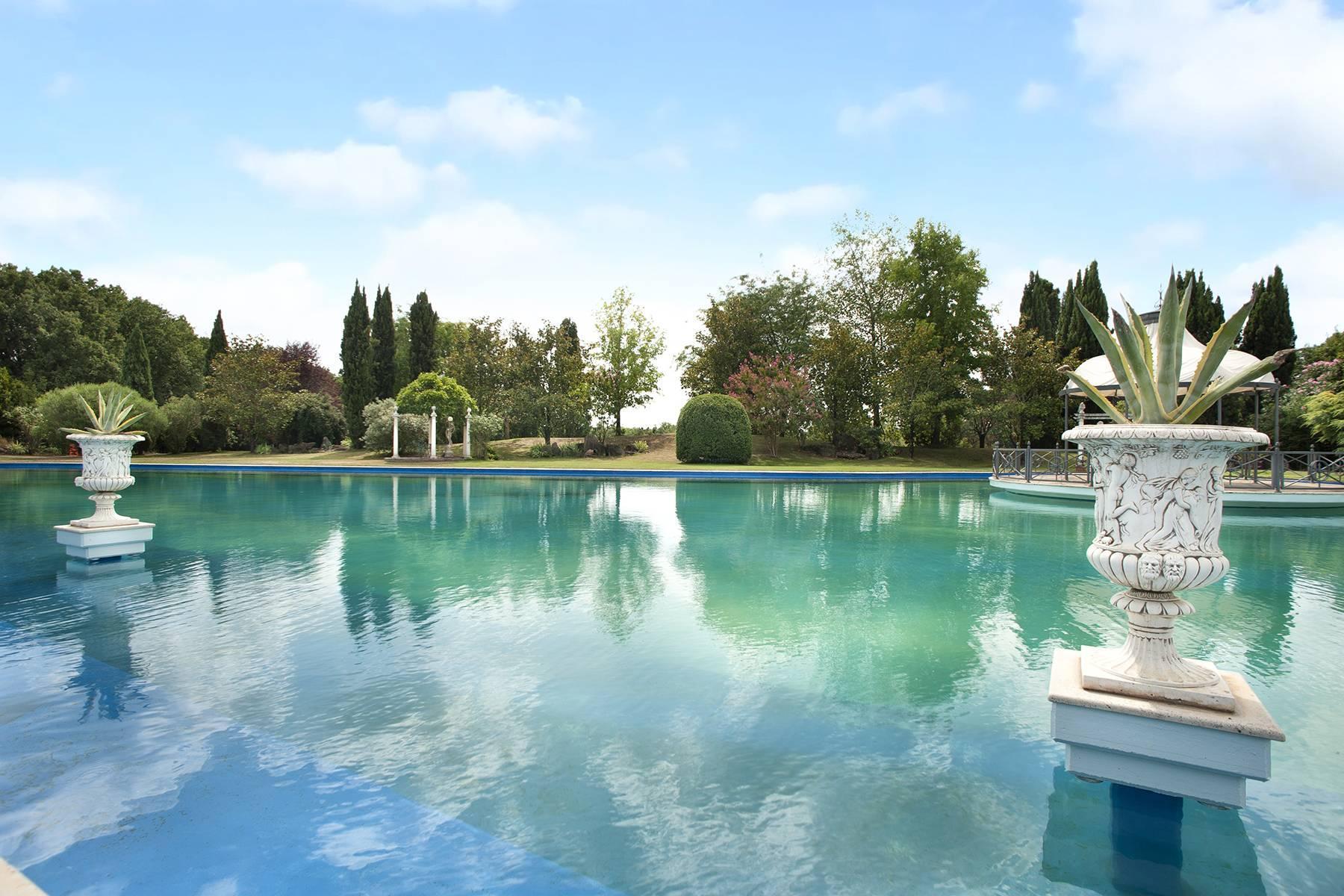 Elegante Villa mit Pool - 15