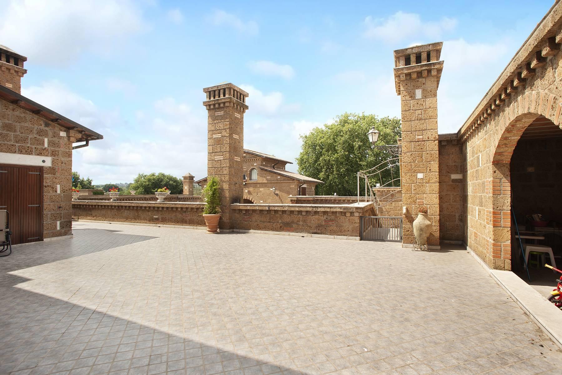 Elegante Villa mit Pool - 22