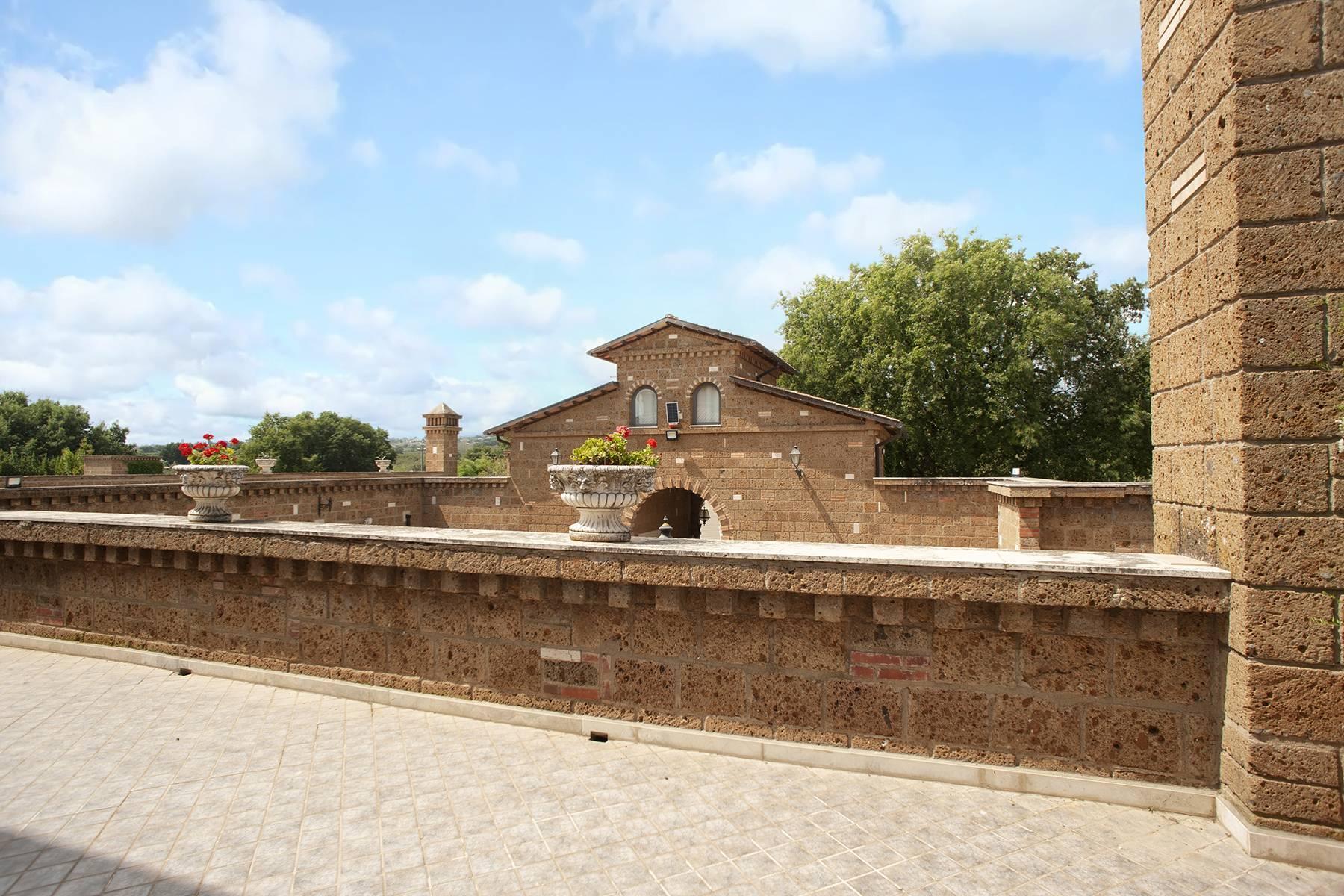 Elegante Villa mit Pool - 25