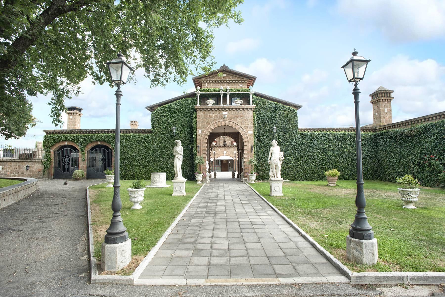 Elegante Villa mit Pool - 30