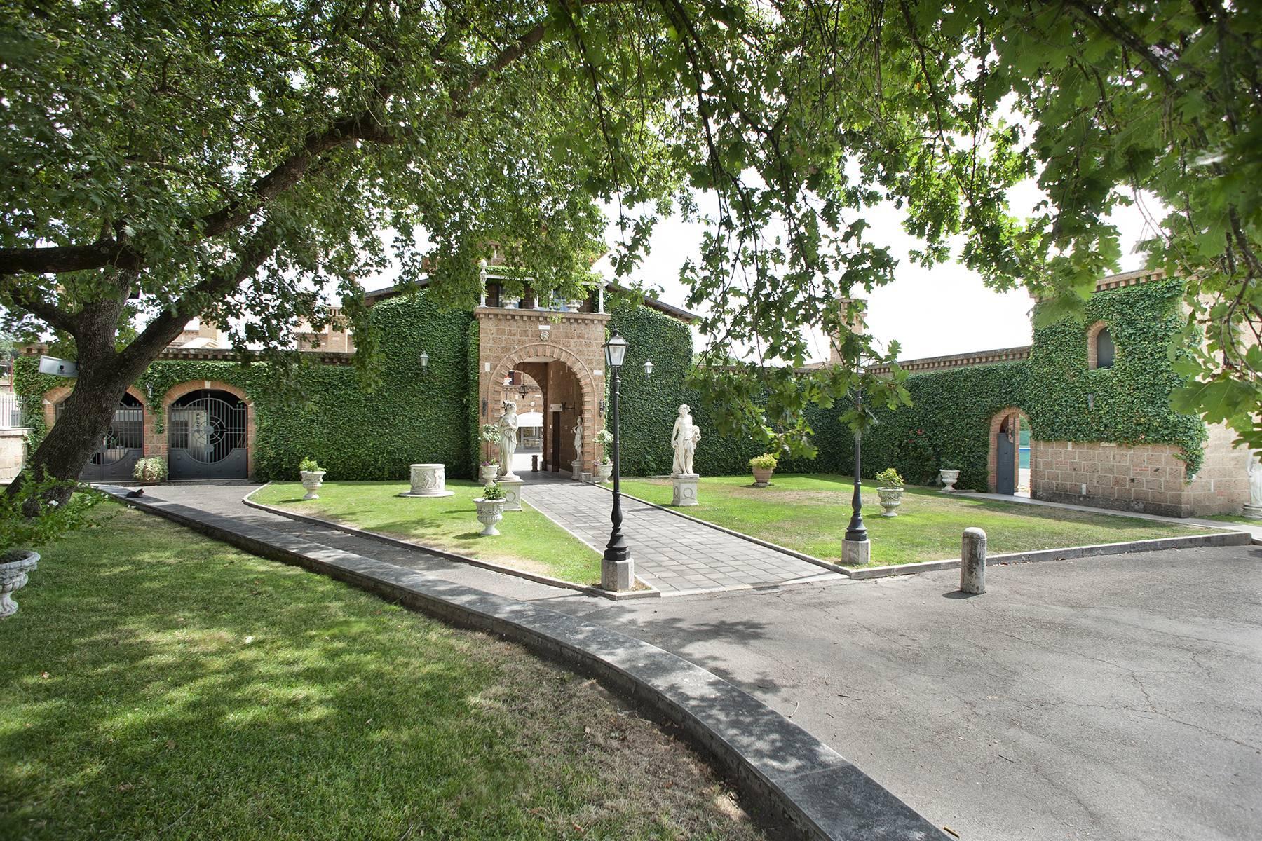 Elegante Villa mit Pool - 32
