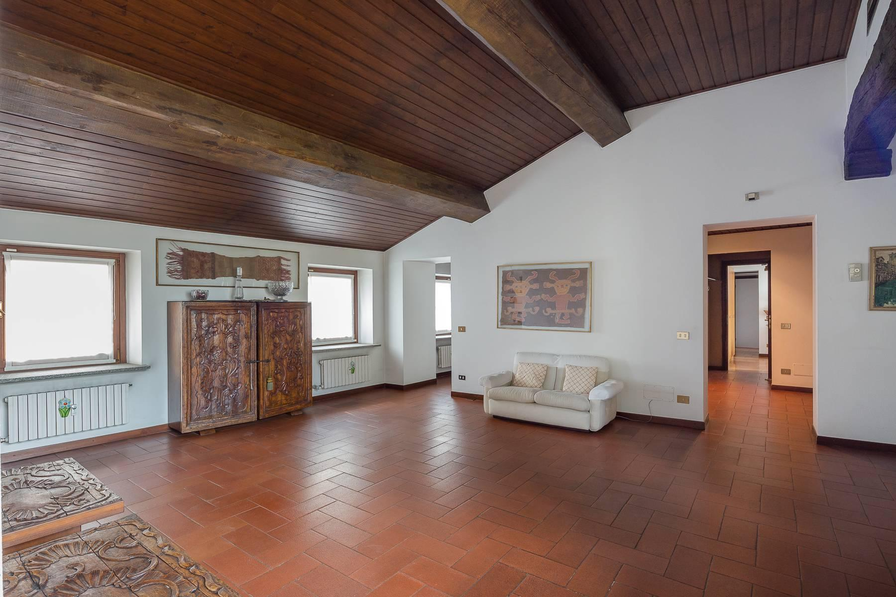Charming penthouse with terrace a stone's throw from the Duomo - 4