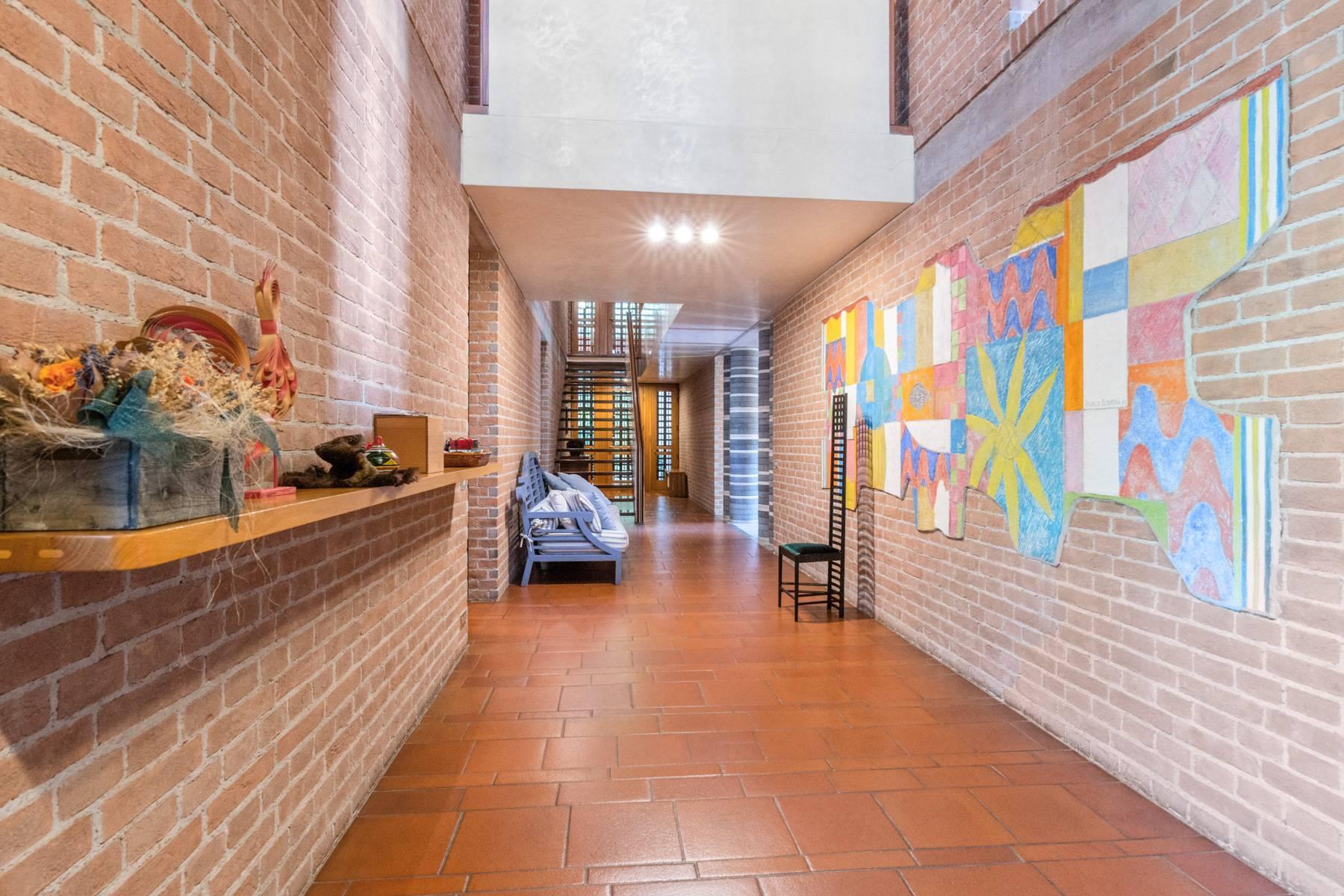 Raffinata Villa d'autore con giardino ed opere d'arte nel centro della città - 6