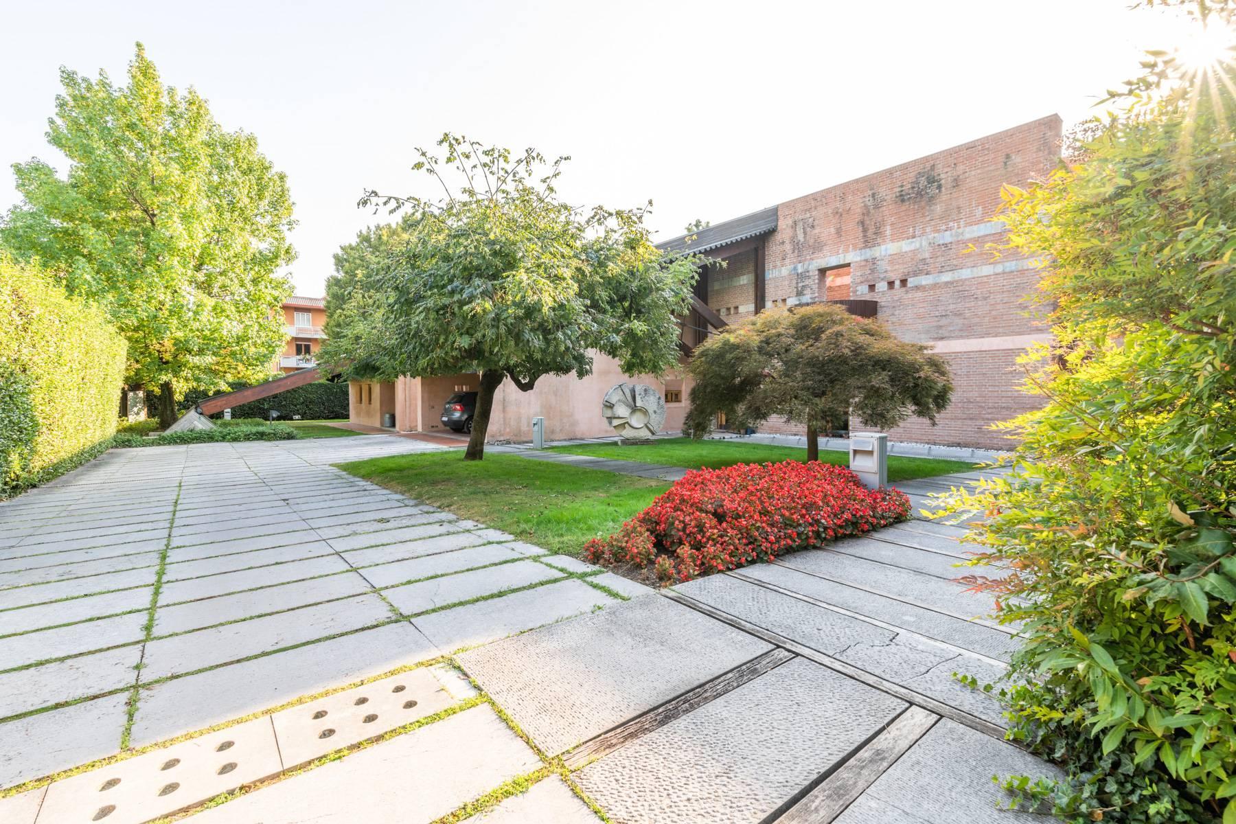 Raffinata Villa d'autore con giardino ed opere d'arte nel centro della città - 25