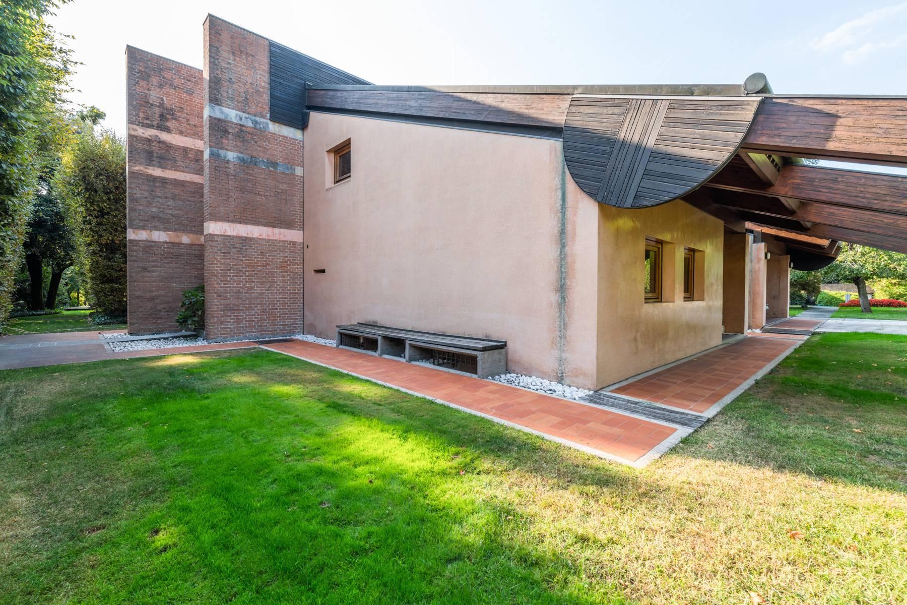 Raffinata Villa d'autore con giardino ed opere d'arte nel centro della città - 29