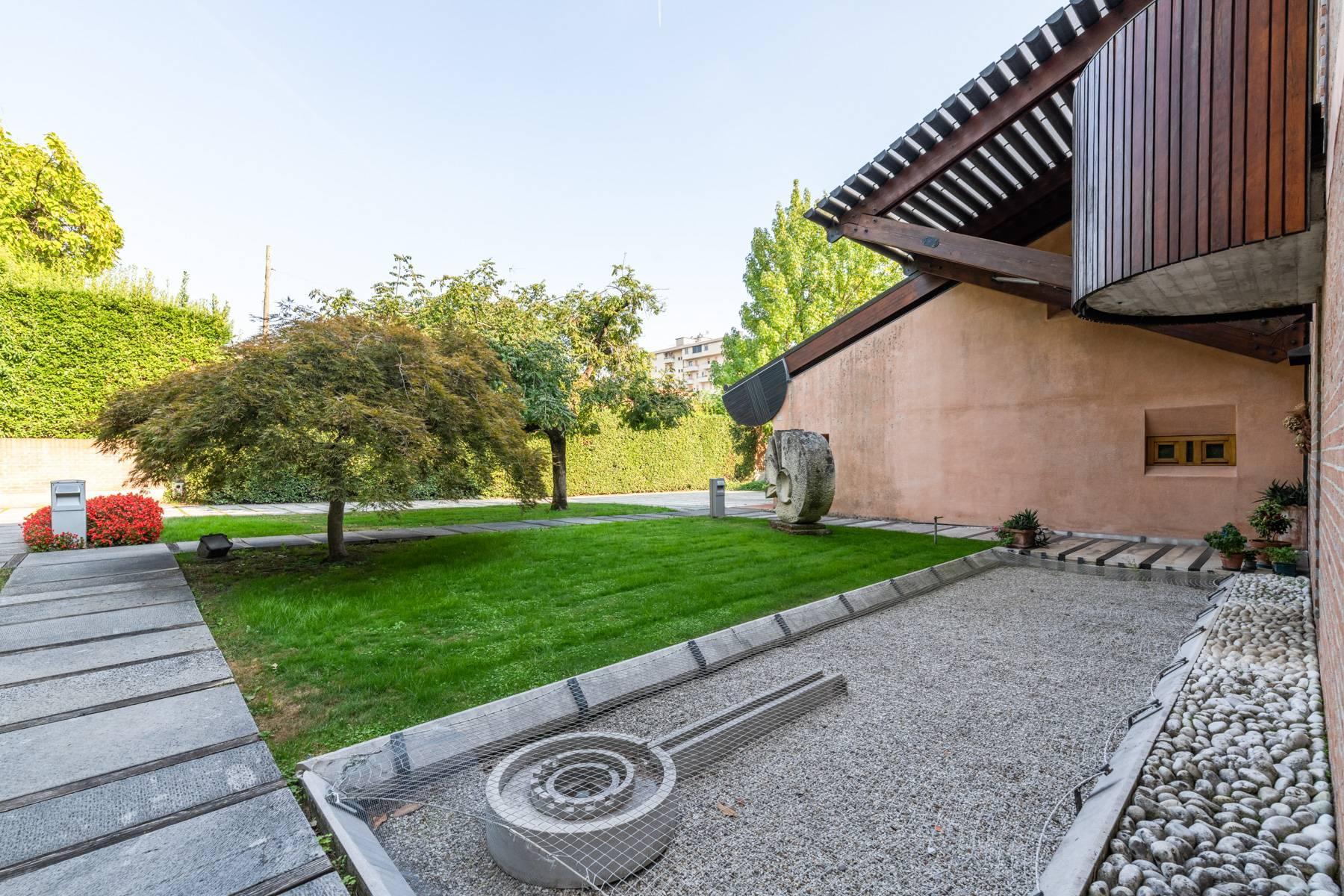 Raffinata Villa d'autore con giardino ed opere d'arte nel centro della città - 27