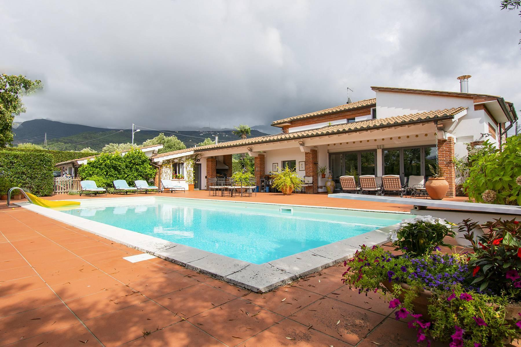 Villa with pool in Pietrasanta - 25