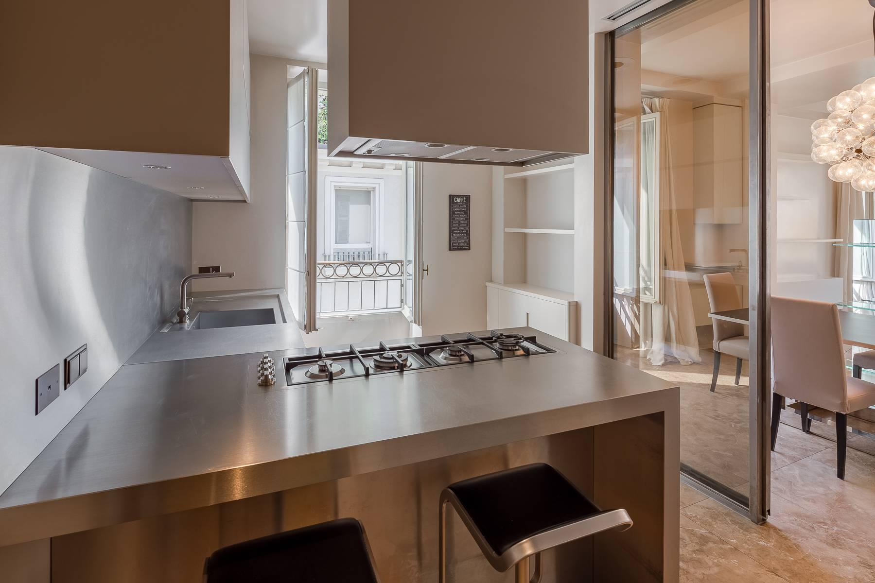Charming penthouse with small terrace in the historic center - 6