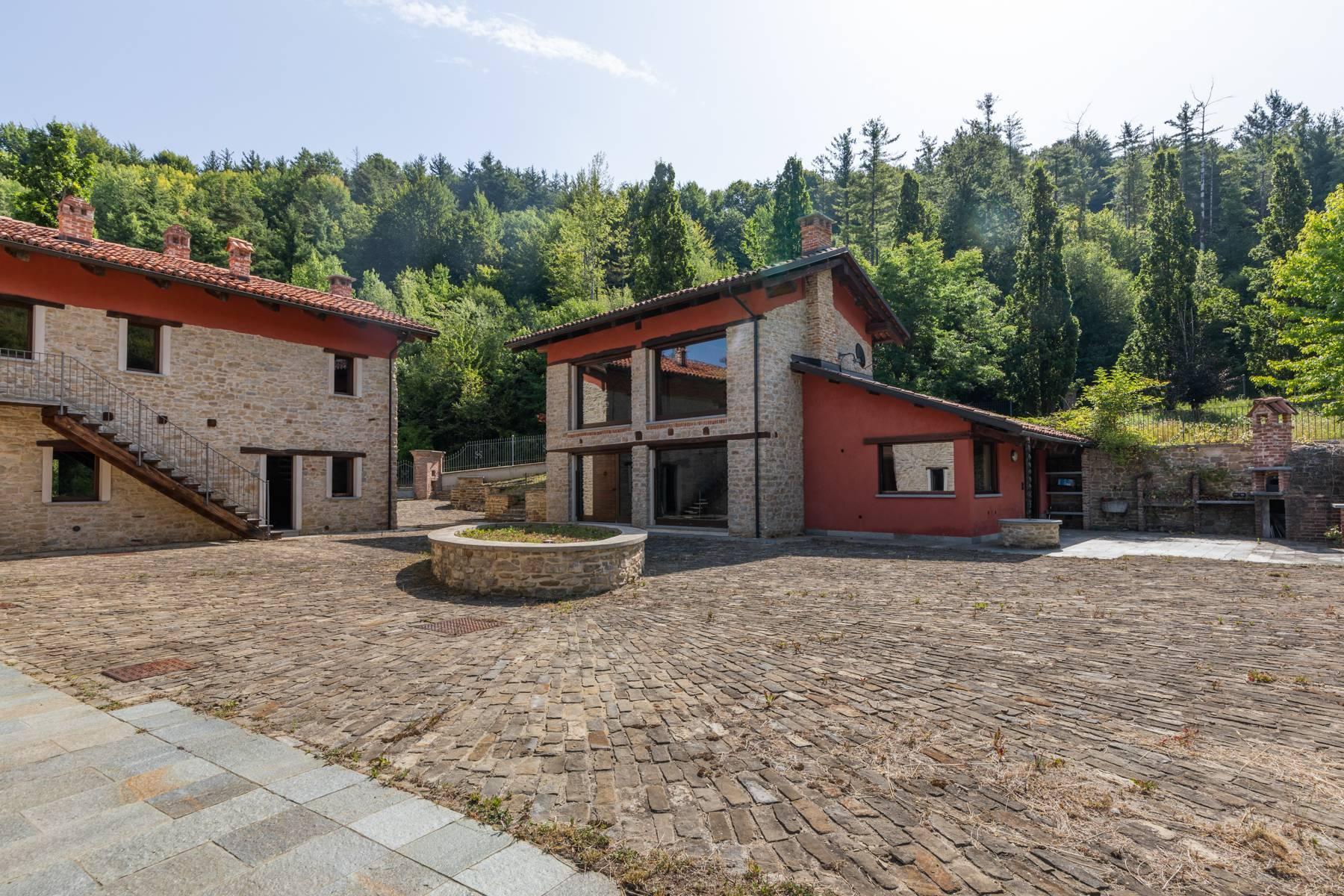 Incantevole piccolo borgo privato nelle Langhe - 2
