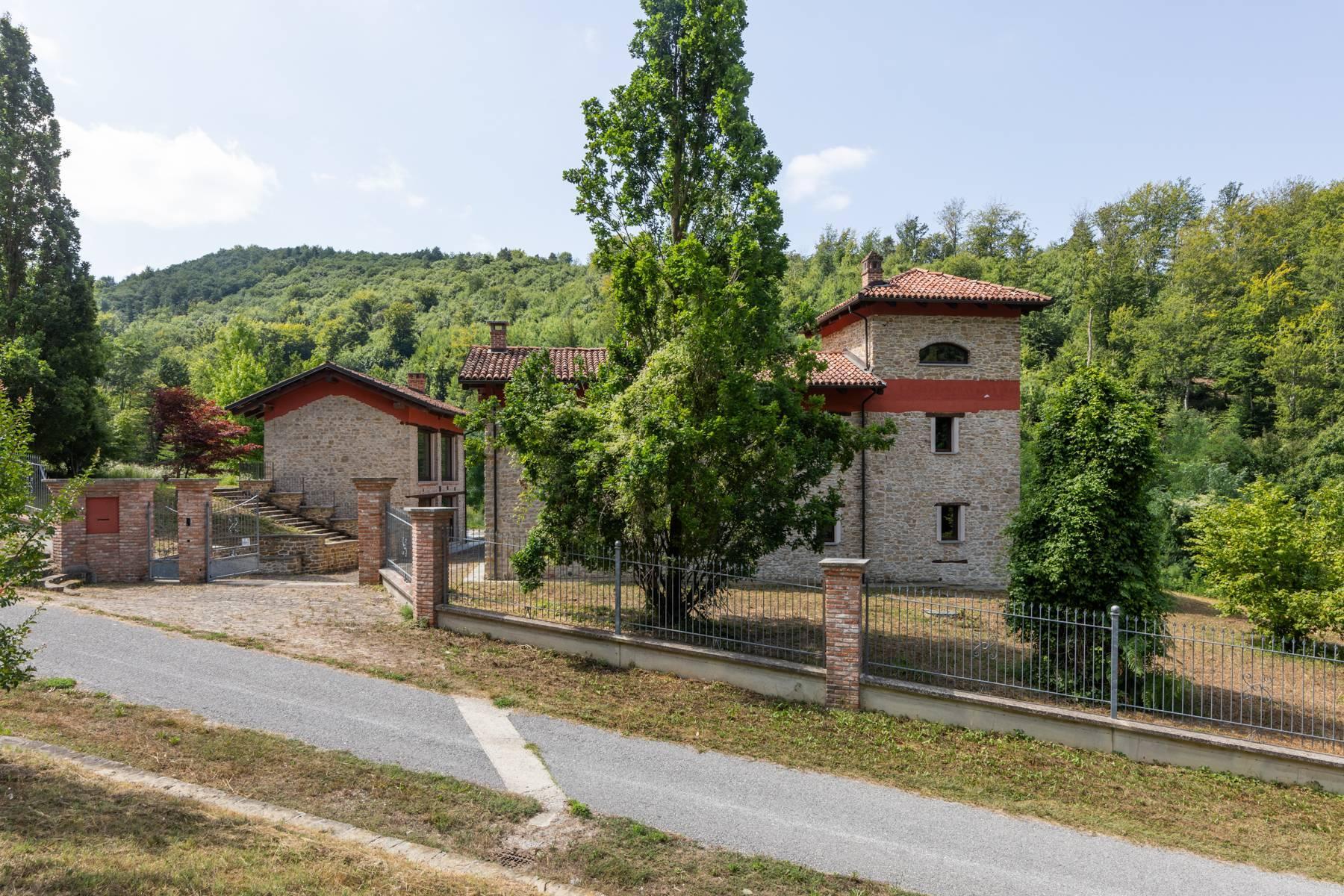Incantevole piccolo borgo privato nelle Langhe - 18