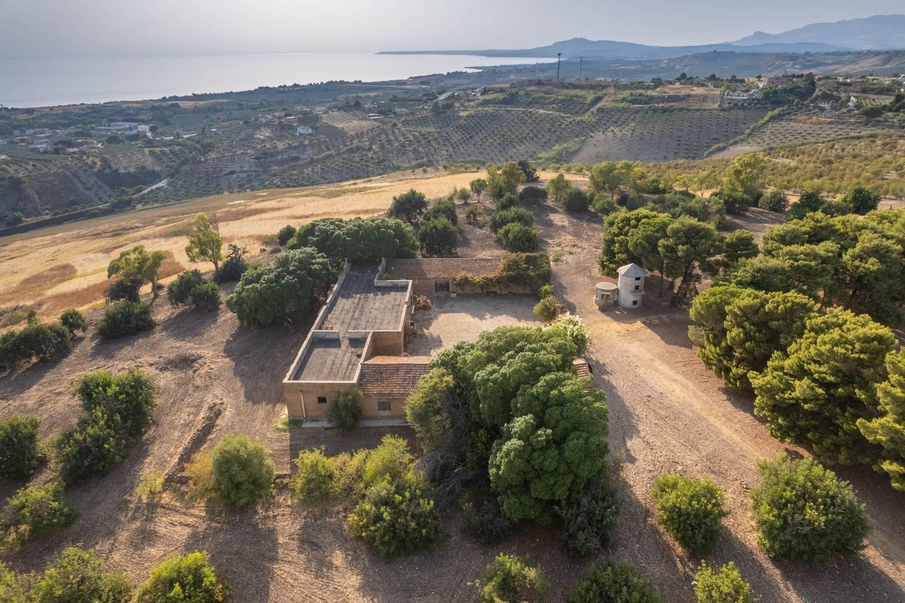 Charming farmhouse immersed in the Agrigento countryside - 12