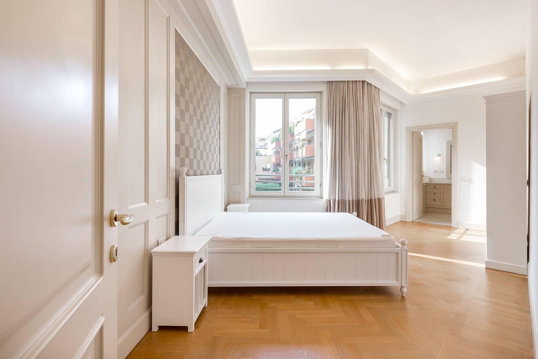 Prestigious penthouse in Piazza Mondadori of 500 square meters - 12