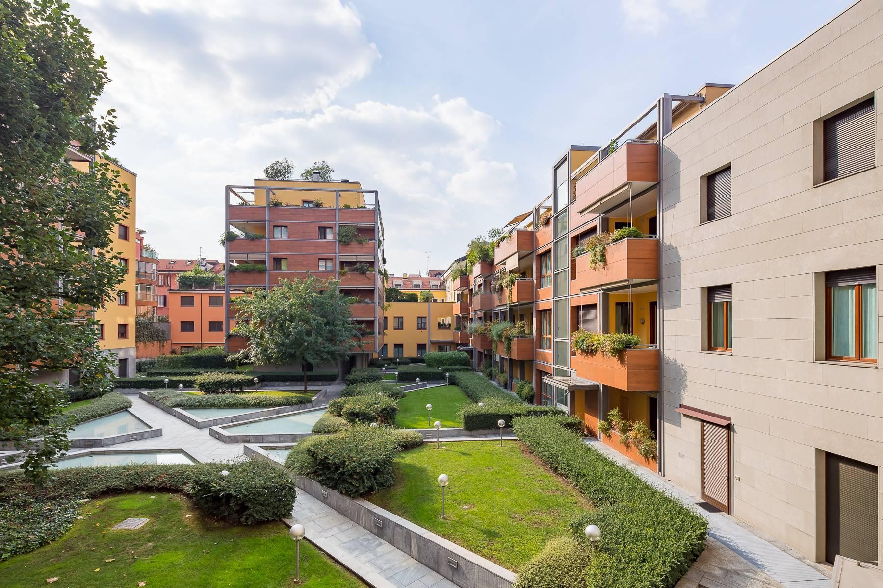 Prestigious penthouse in Piazza Mondadori of 500 square meters - 35