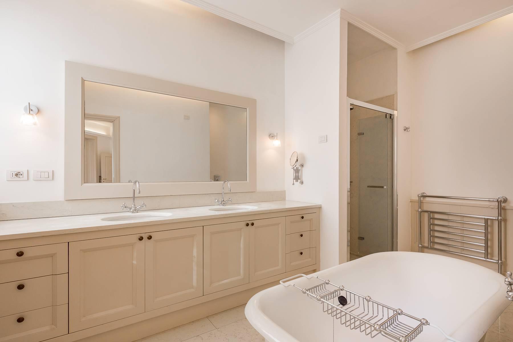 Prestigious penthouse in Piazza Mondadori of 500 square meters - 25