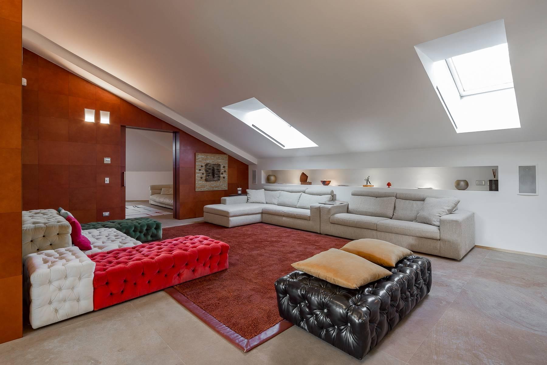 Prestigious penthouse in Piazza Mondadori of 500 square meters - 16