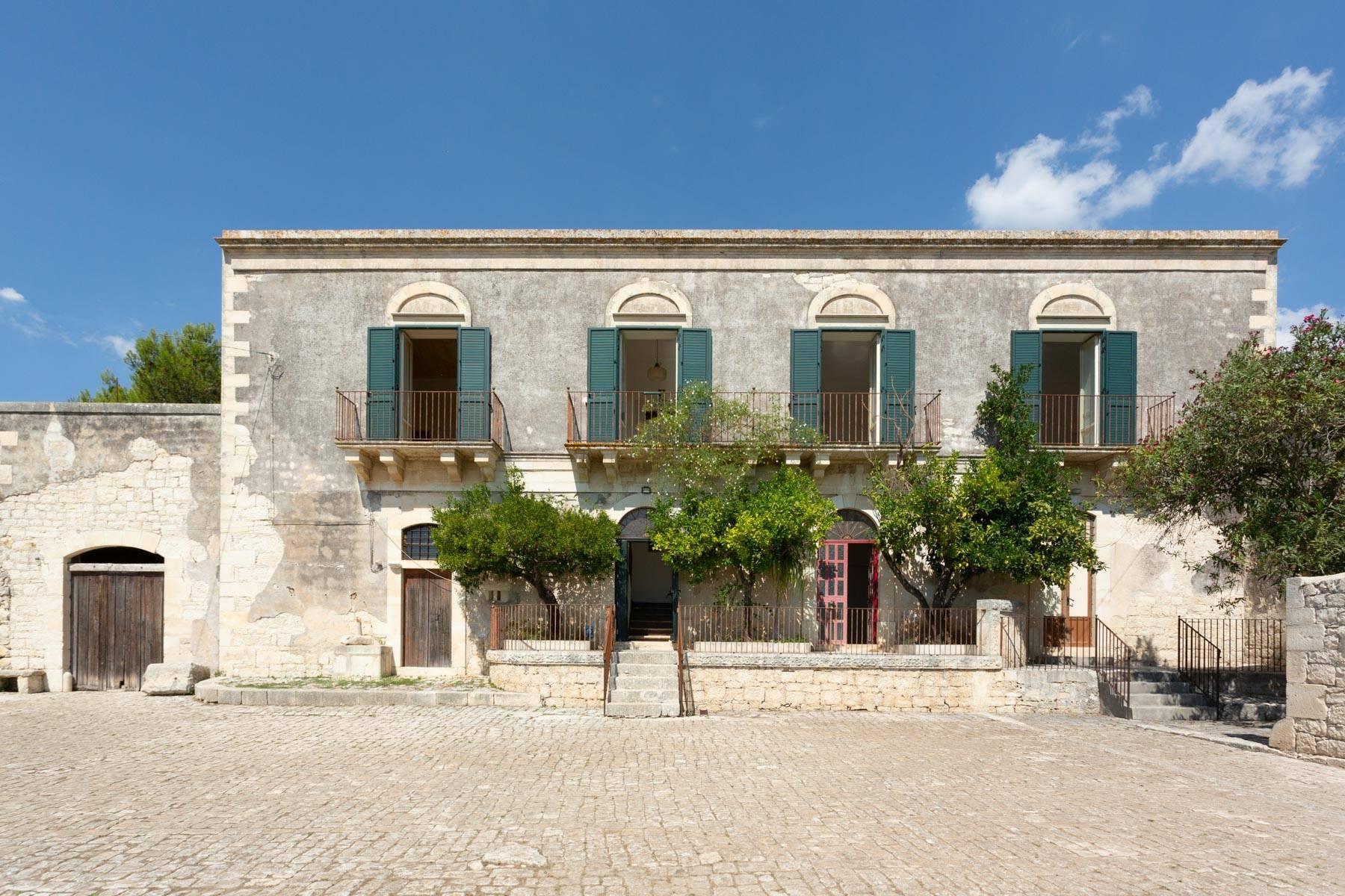 Storica Villa di campagna a Ragusa - 1