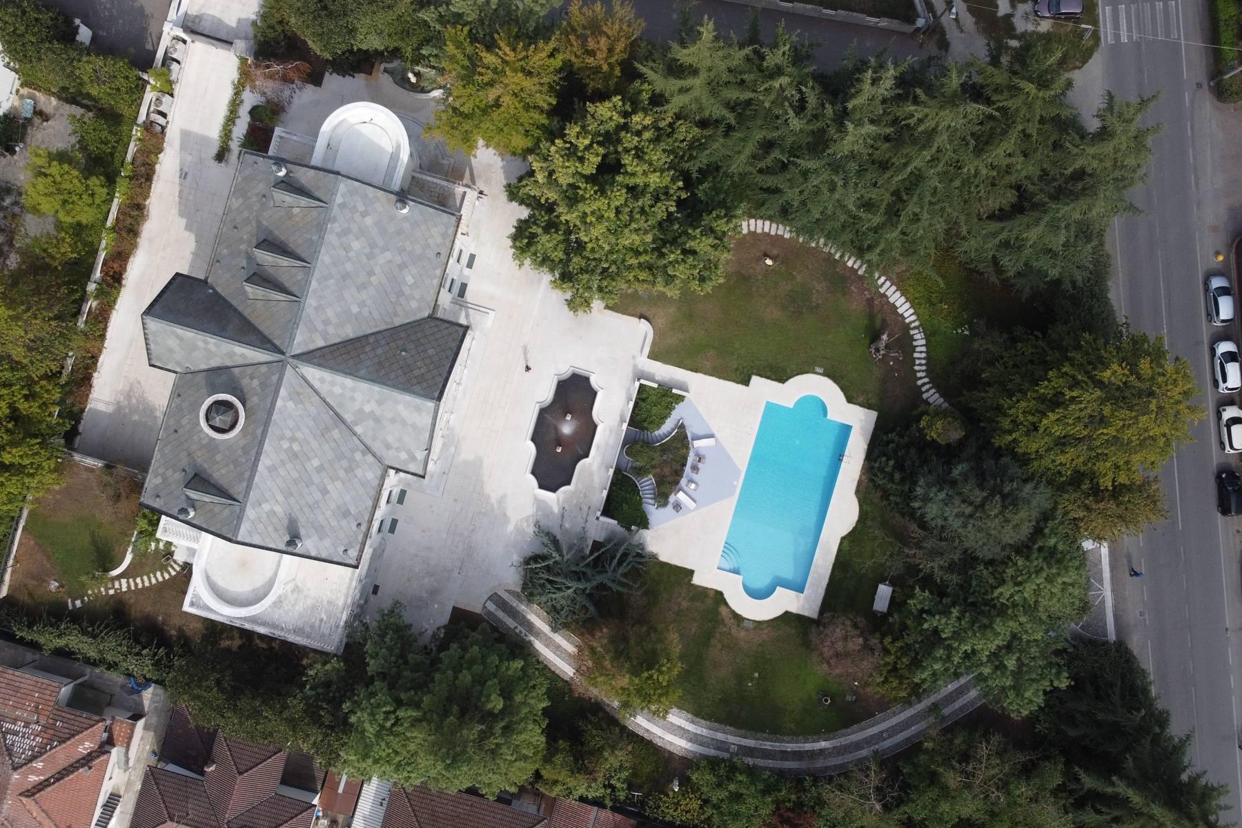 Lussuosa villa neoclassica con ampio parco e piscina - 33
