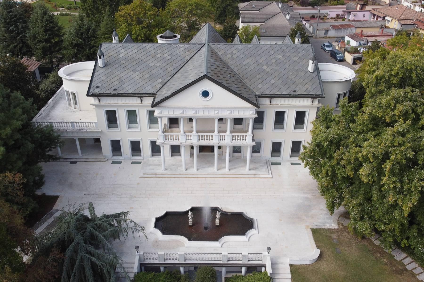 Lussuosa villa neoclassica con ampio parco e piscina - 37