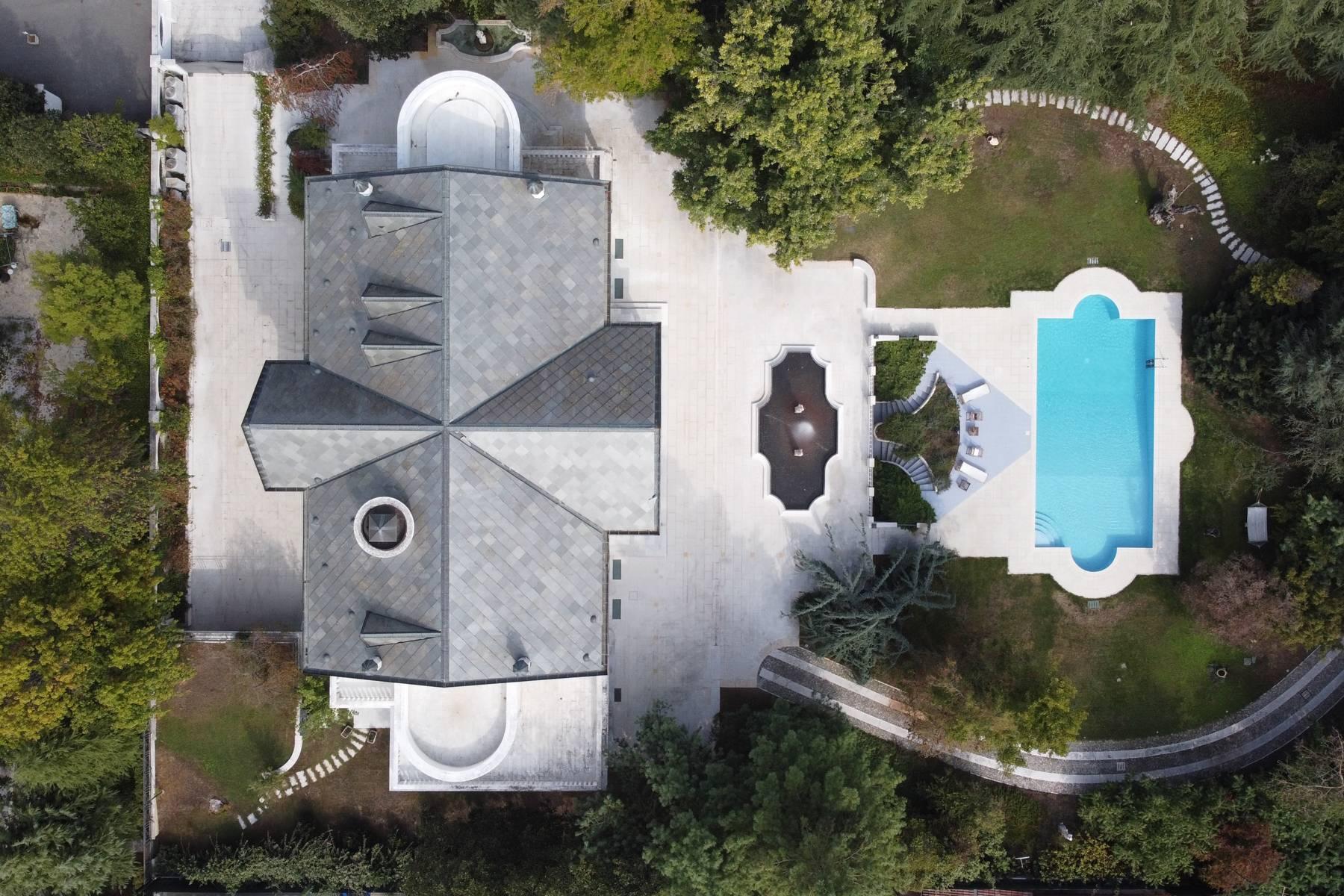 Lussuosa villa neoclassica con ampio parco e piscina - 39