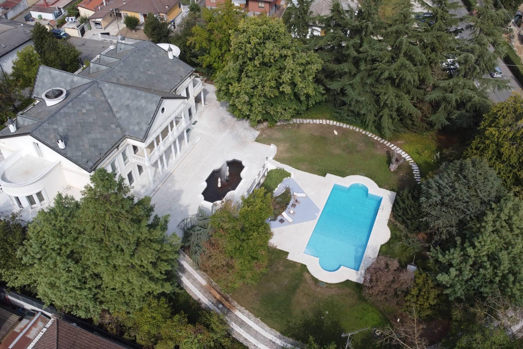 Lussuosa villa neoclassica con ampio parco e piscina - 40