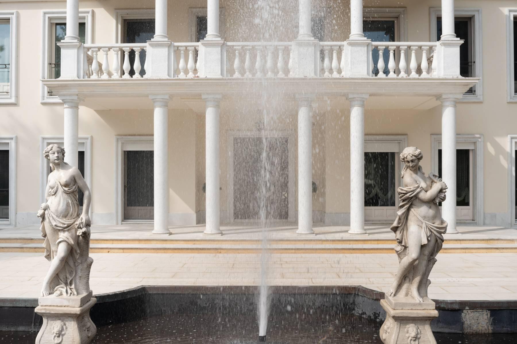 Lussuosa villa neoclassica con ampio parco e piscina - 5