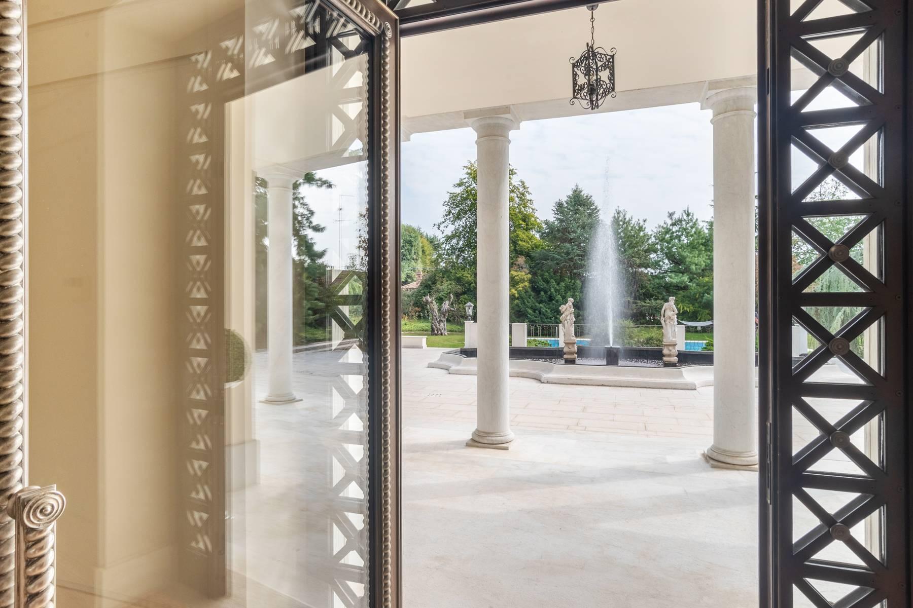 Lussuosa villa neoclassica con ampio parco e piscina - 9